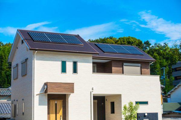 太陽光発電を家で使うメリットとAIWA匠のマルチエネ屋根について解説